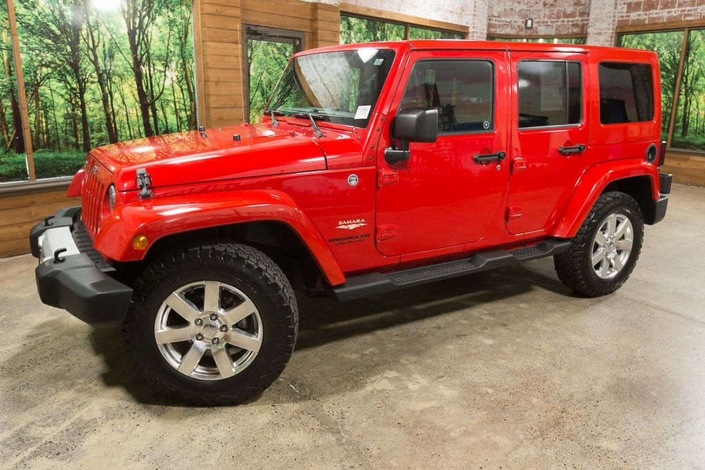 Pre-Owned 2014 Jeep Wrangler Unlimited Sahara Painted Hard Top, Leather, Navigation