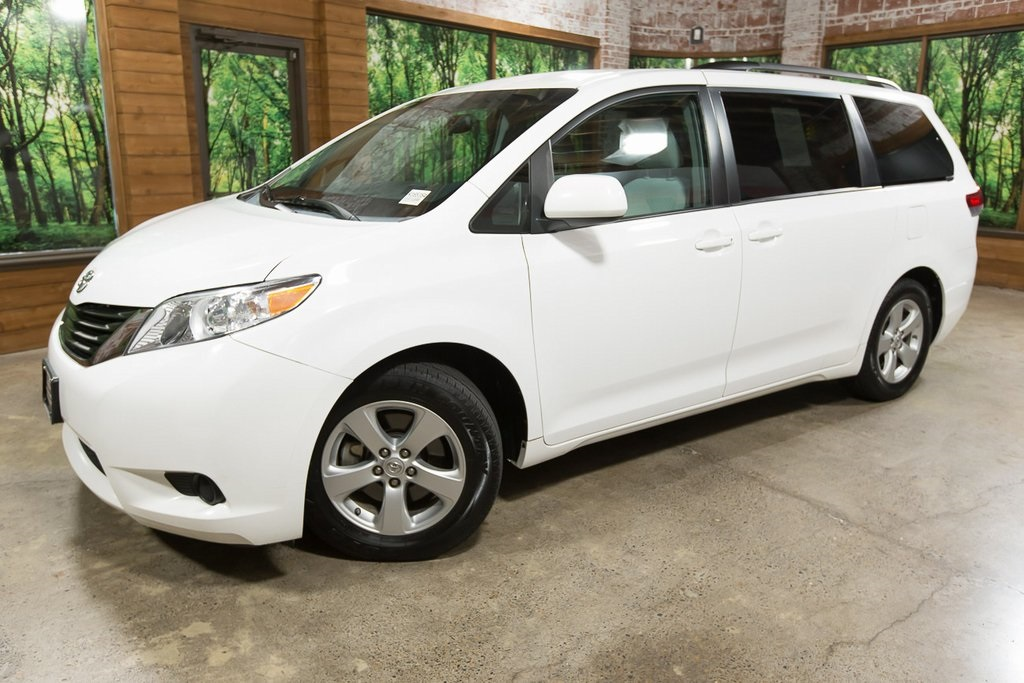 Pre-Owned 2012 Toyota Sienna LE 1-Owner, 8 Passenger with DVD