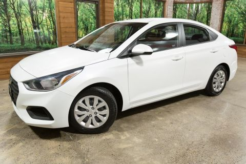 Pre-Owned 2018 Hyundai Accent SE 38 MPG, Clean Carfax, Automatic