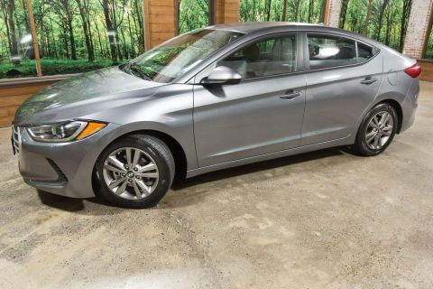 Pre-Owned 2018 Hyundai Elantra SEL 1-Owner, Clean Carfax, 37 MPG