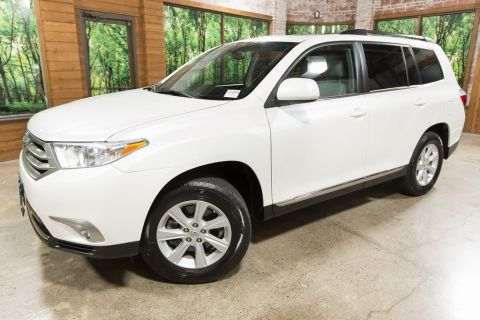 Pre-Owned 2011 Toyota Highlander SE AWD, 1-Owner, Sunroof, Leather Heated Seats