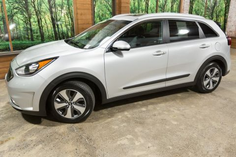 Certified Pre-Owned 2017 Kia Niro EX 1-Owner, Certified, Sunroof and Advanced Tech Pkg