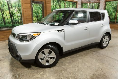 Pre-Owned 2016 Kia Soul Base Clean CarFax