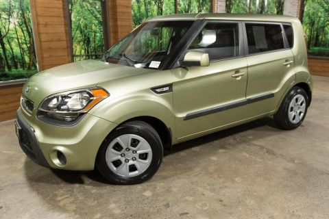 Pre-Owned 2013 Kia Soul Base Automatic, Alien Pearl, Under $9000!