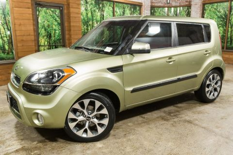 Pre-Owned 2012 Kia Soul Exclaim with Sunroof, Low Mileage